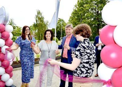 Ballonnenpilaar bij de opening van de nieuwe showroom