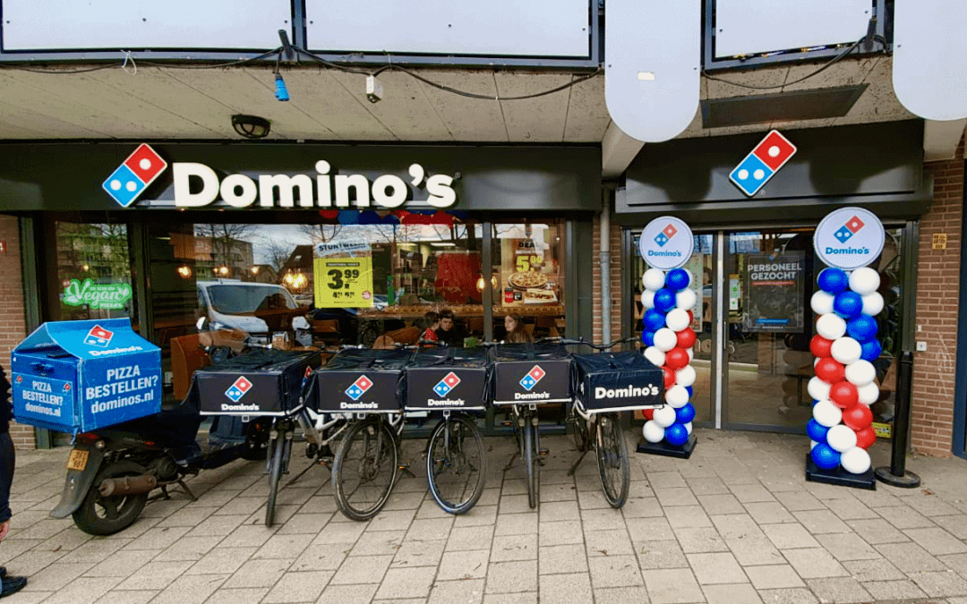 Duurzame ballon pilaren voor Domino's Pizza Dordrecht