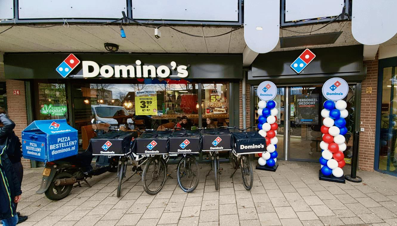 Duurzame ballonpilaren bij Domino's pizza