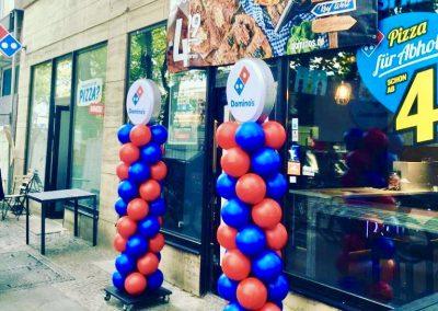 Nachhaltige Ballonsäule für Domino's Berlin