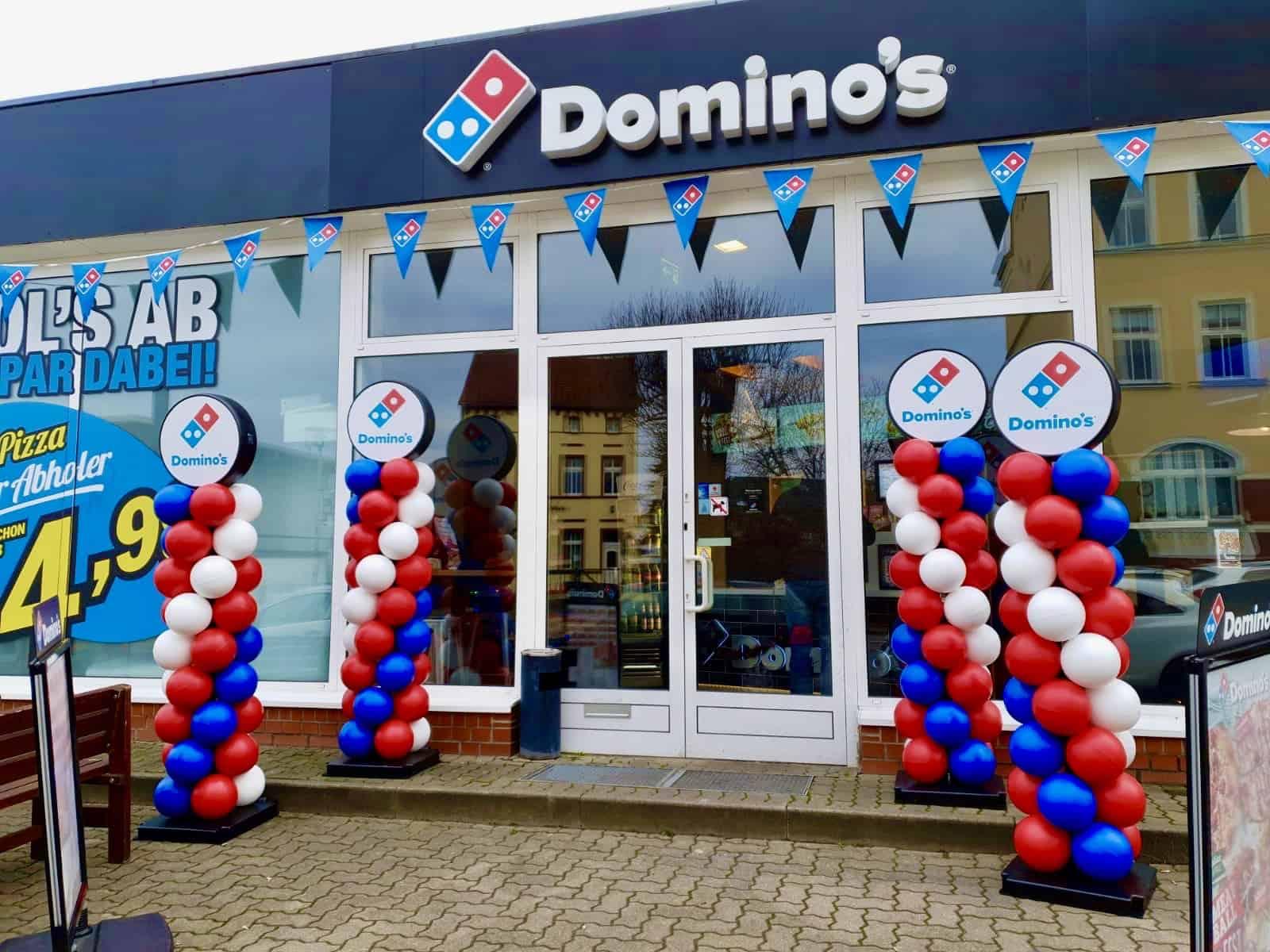 Nachhaltige Ballonsäule für Domino's