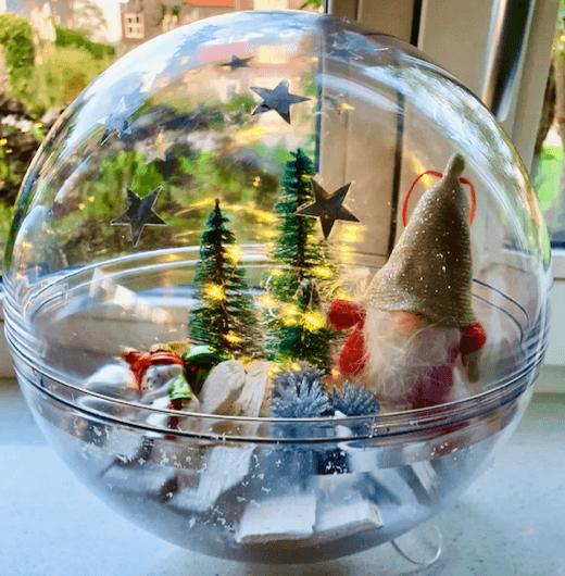 Doorzichtige Kerstbal met Kerstversiering
