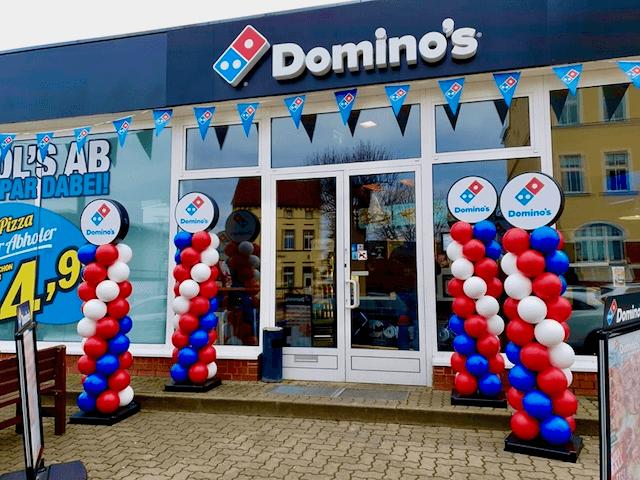Duurzame ballonpilaren bij Dominos